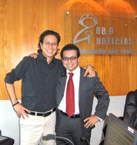 Alfredo Romo, locutor y compañero de Sofía Sánchez Navarro en 88.9 FM