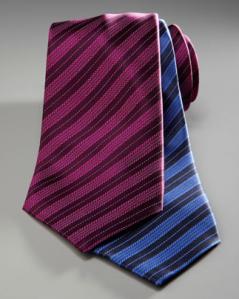 Corbata a rayas en color púrpura y azul rey