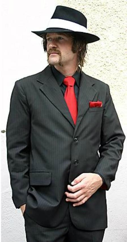 Es válido usar camisa negra y corbata roja?