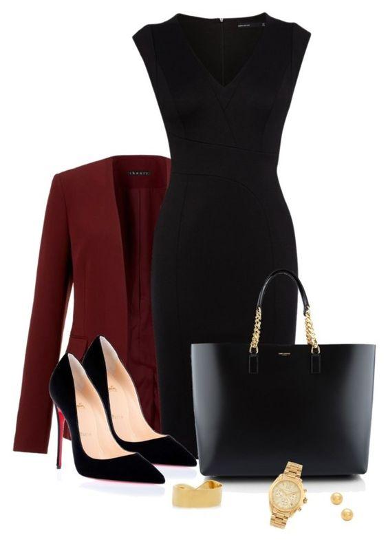 Vestido negro combinado con zapatos beige