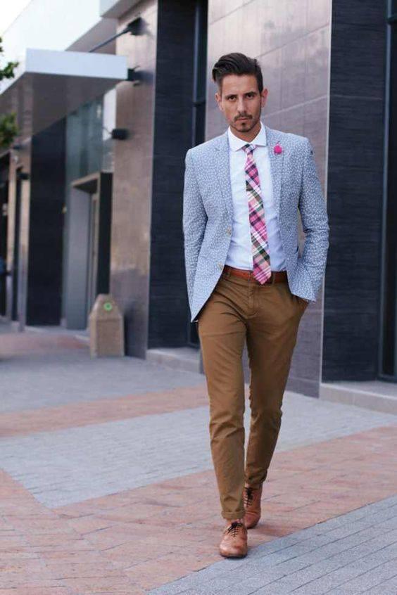 pantalon caqui con saco y corbata
