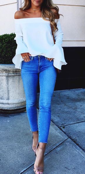 Jeans y blusa strapless